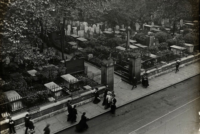 Bunhill Fields, 1910. © Bishopsgate Institute 2014