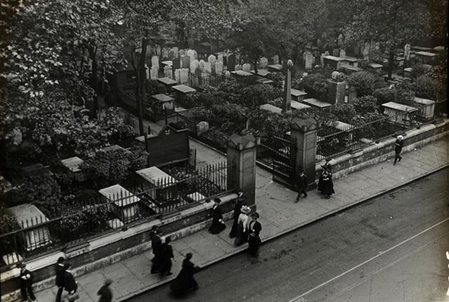 Bunhill Fields, 1910. © Bishopsgate Institute 2014
