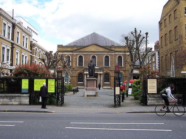 Wesley's Chapel, City Road, by Old Street. © Loz Flowers 2014.
