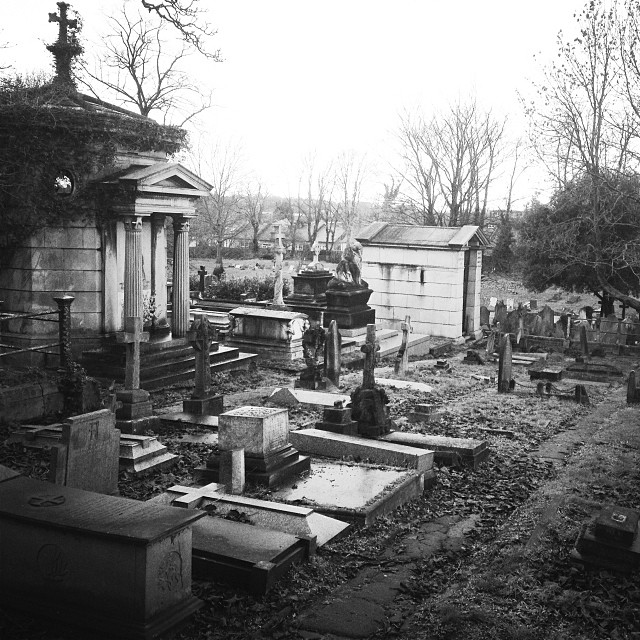Vagiliano Mausoleum and surrounding graves © Laura Pursey 2014