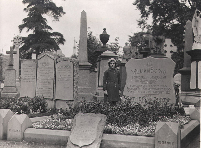 Booth's grave in the 1920's. (Via the Salvation Army Flickr page)